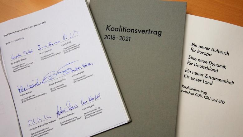 Koalitionsvertrag. Foto Christine Lang.