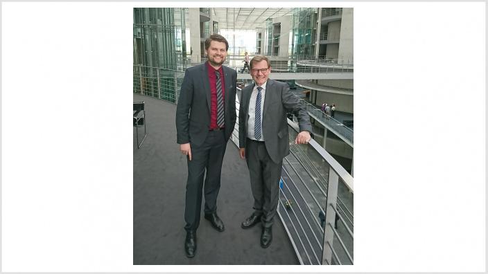 Know-how Transfer mit Wirtschafts-junioren im Bundestag: Unternehmer Ruwen Prochnow zu Gast bei Johann Wadephul